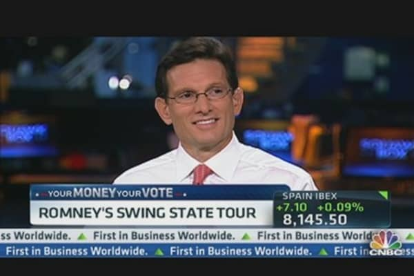 Romney Hits the Road to Grab 'Swing' Votes
