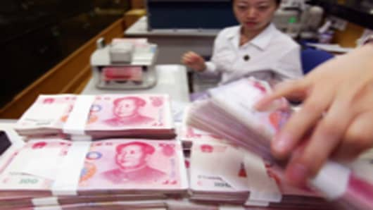 yuan-with-teller-in-backg_200.jpg