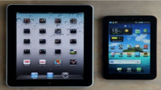 An Apple Inc. iPad, left, and a Samsung Electronics Co. Galaxy tablet device