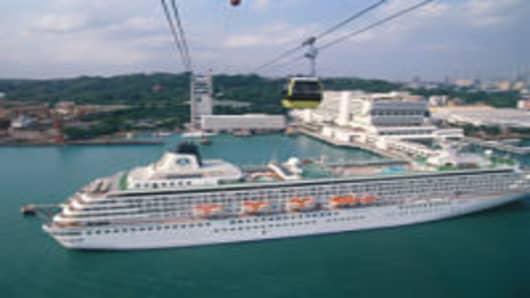 SINGAPORE CRUISE SHIP AT PORT