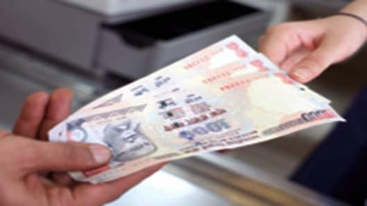 Indian-rupees-cash-handout_200.jpg