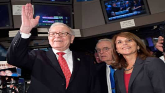 Warren Buffett and Business Wire CEO Cathy Baron Tamraz on the floor of the New York Stock Exchange, September 30, 2011.