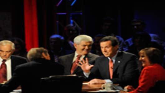 U.S. Rep. Ron Paul (R-TX), moderator Charlie Rose, Former House Speaker Newt Gingrich, Former U.S .Sen. Rick Santorum (R-PA) and Washington Post reporter Karen Tumulty during the presidential debate.