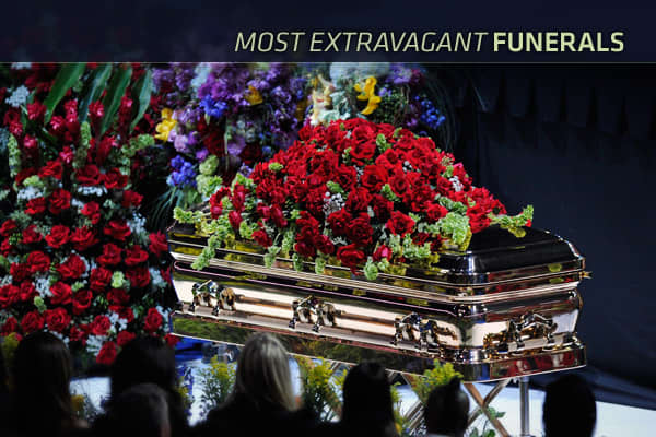 The average funeral in the U.S. costs about . Educated consumers can comparison shop and find a coffin at Wal-Mart for less than , but typically those grieving for loved ones simply reply on local funeral homes and accept their price points.While the cost associated with the average funeral service is burdensome for most, there are those for whom no average funeral will do. Many actors, musicians and politicians have been sent off in grand fashion, with extravagant final services featuring dizzy