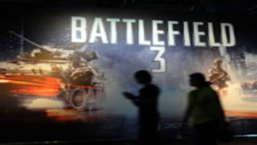 "Computer gamers queue to try out ""Battlefield 3"""