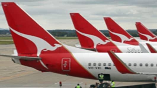 Qantas-tails_200.jpg