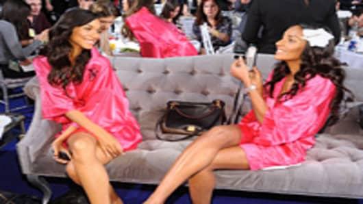 Models Lais Ribeiro and Anais Mali
