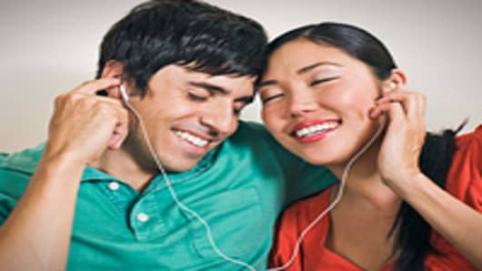 music-couple-earbubs-200.jpg
