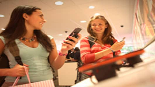 girls-shopping-phone-200.jpg