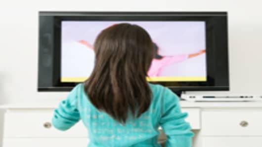 chinese-girl-watching-TV---rear-view_200.jpg