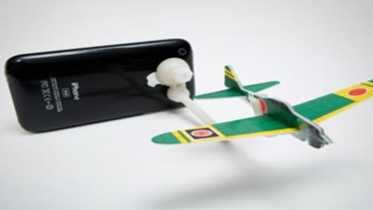 iphone-plane-300.jpg