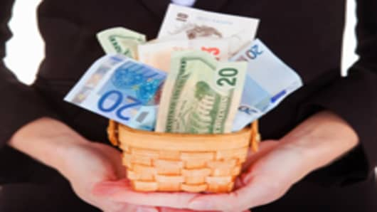 Hands-holding-basket-of-mixed-currencies_200.jpg