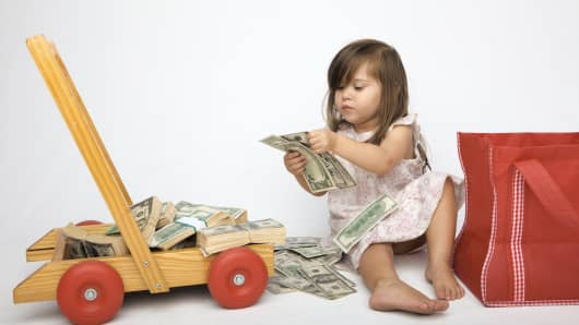 little-girl-with-money-200.jpg