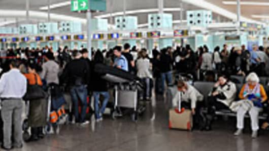 airport-crowd-200.jpg