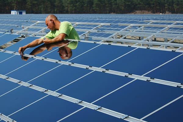 Fund size: $218.1 million1-year trailing total return: - 43.5 percent 5-year trailing total return: - 19.9 percent Select top holdings: Suntech Power Holdings, JA Solar Holdings, AMSC, First Solar