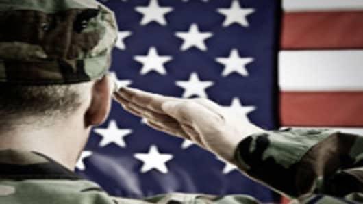 us-soldier-saluting-flag-200-150.jpg