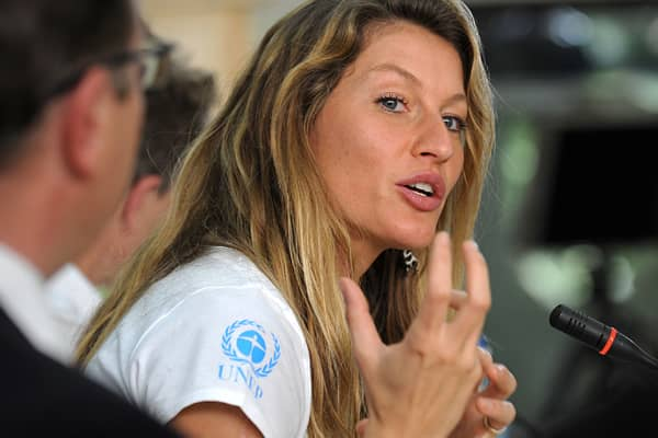 The mega-model was hailed the Best Green International Celebrity in December, winning the online poll by a large margin, thanks to her work in ecological conservation and education. Through her eco-friendly flip-flop line, Ipanema Gisele Bundchen, the supermodel has raised funds for conservation efforts in the Amazon and Atlantic Rainforest.She also launched the Clean Water Project with her family, whose mission is to restore vegetation and the microbasins in her hometown of Horizontina. In 2011