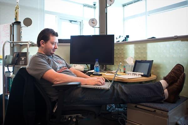 Software-Developer-Jobs-for-Loners-CNBC.jpg