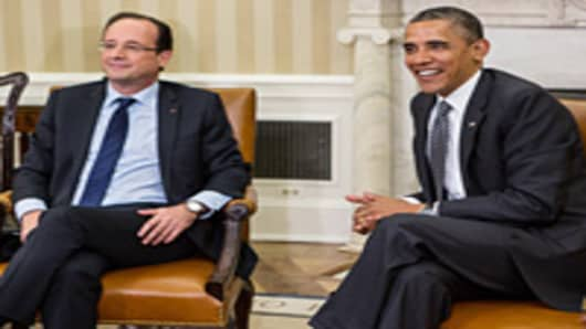 U.S. President Barack Obama meets with newly elected French president Francois Hollande (L) in the Oval Office on May 18, 2012 in Washington, DC.