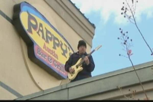 Austin Restaurant Owner Takes to Roof to Drum Up Business