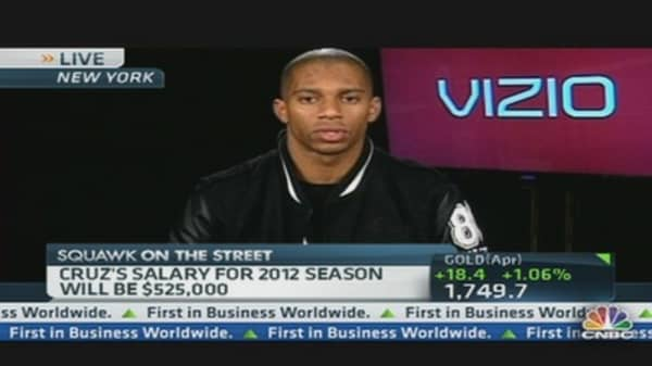 Victor Cruz Wins Vizio Top Value Performer Award