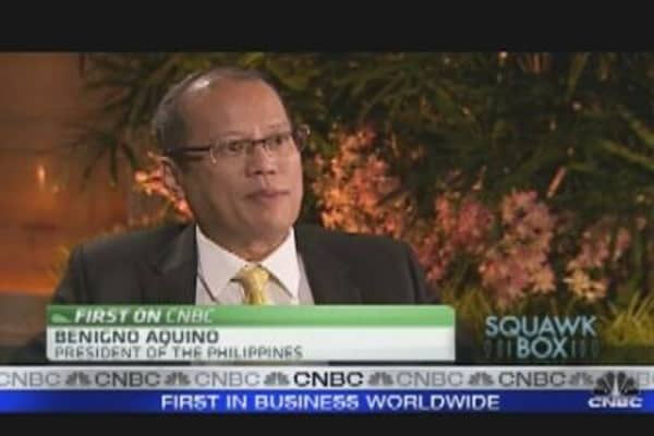 Aquino Sets 8% Growth Target for 2011