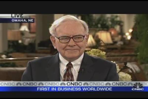 Warren Buffett: U.S. Economy Has Fallen Off a Cliff