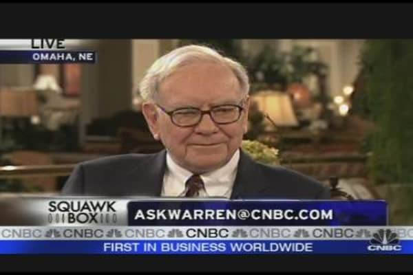 Viewers Ask Buffett: Crooks & Investment Advice