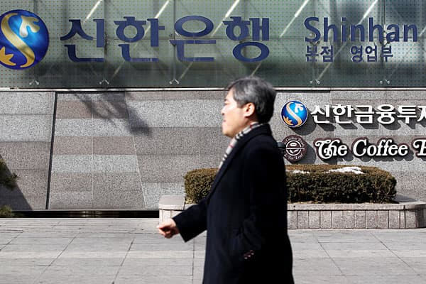 Market cap: $18.2 billionPE: 6.6Shinhan Financial Group, South Korea's largest banking services firm, is the only financial company to make the list of the country's 10 largest firms.The group was founded in 2001 as a holding company for 11 subsidiaries that include Shinhan Bank (originally named Hanseong Bank) — which is best known as the first bank in Korea — and Jeju Bank. The group also has interests in asset management, and life insurance.Last year, the firm saw a major shakeup with the  Ha