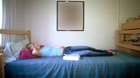 college-student-in-dorm-001-200.jpg
