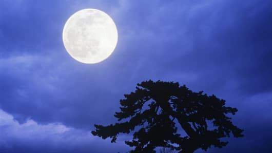 full-moon-tree-silo-200.jpg