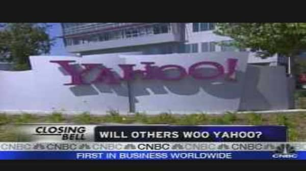 Microsoft Pounces on Yahoo