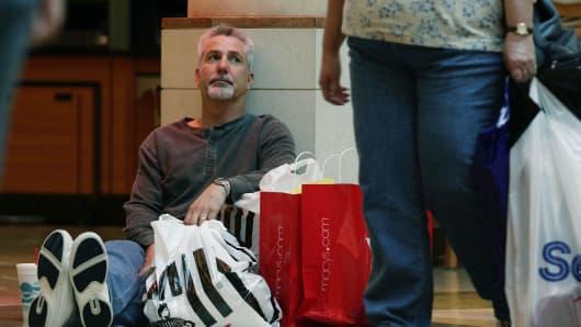 Man holiday shopping