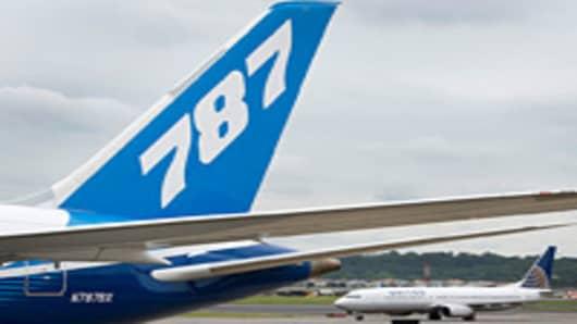 boeing-787-dreamliner-and-united-200.jpg