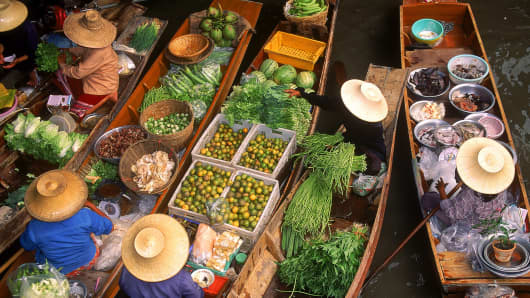 Floating market in Damneom Saduak, Thailand.