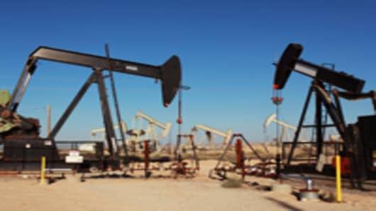 Mideast Crisis May Trump Macro Risks in Oil Market 'Tug of War'