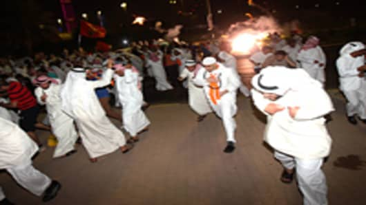 Investors Sell Kuwait Stocks as Thousands Protest
