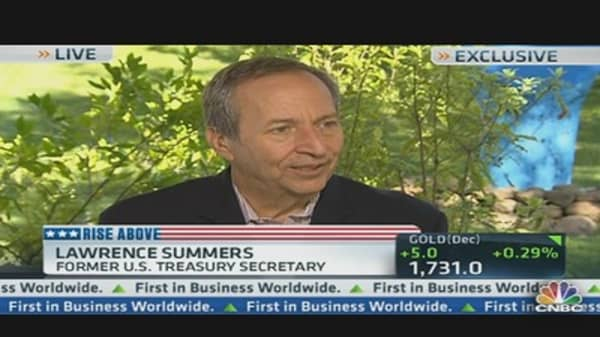 Summers: Fiscal Cliff Outcome Has to be Avoided