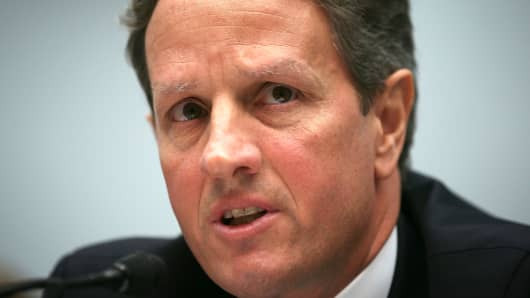 Geithner Likely to Stay at Treasury Until 'Fiscal Cliff' Deal