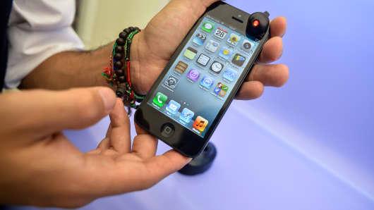 Apple vs. Samsung Heavyweight Battle Not Just Phones: Pro