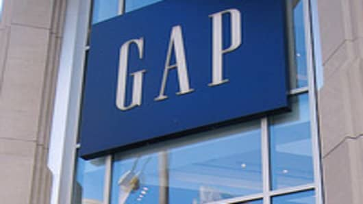 Gap Hits Earnings Target, Raises Outlook