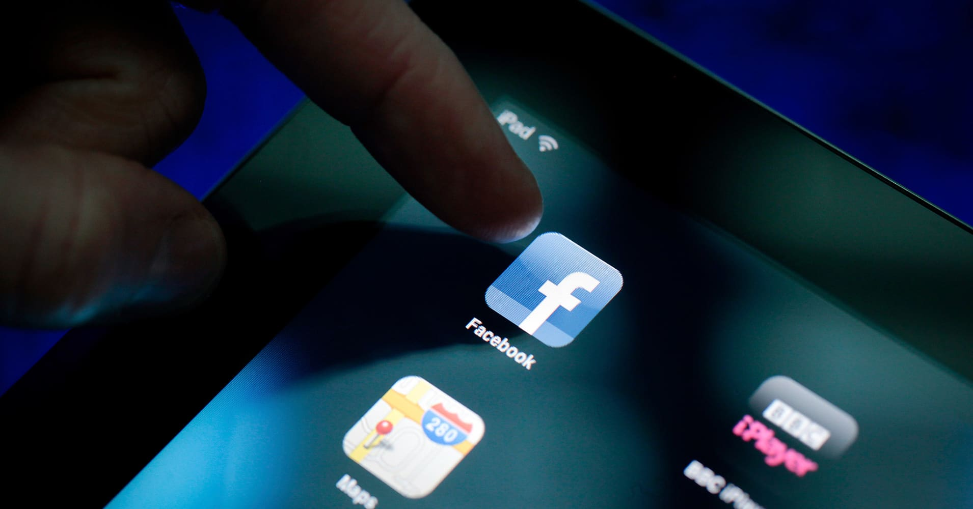 facebook revenue and resources Facebook is on track to make over $4 billion in revenue this year from advertising facebook has this awesome resource here on how to do it.