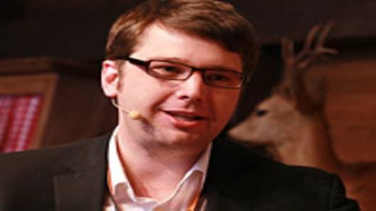 Groupon CEO Has 'Tough Fight' to Keep His Job