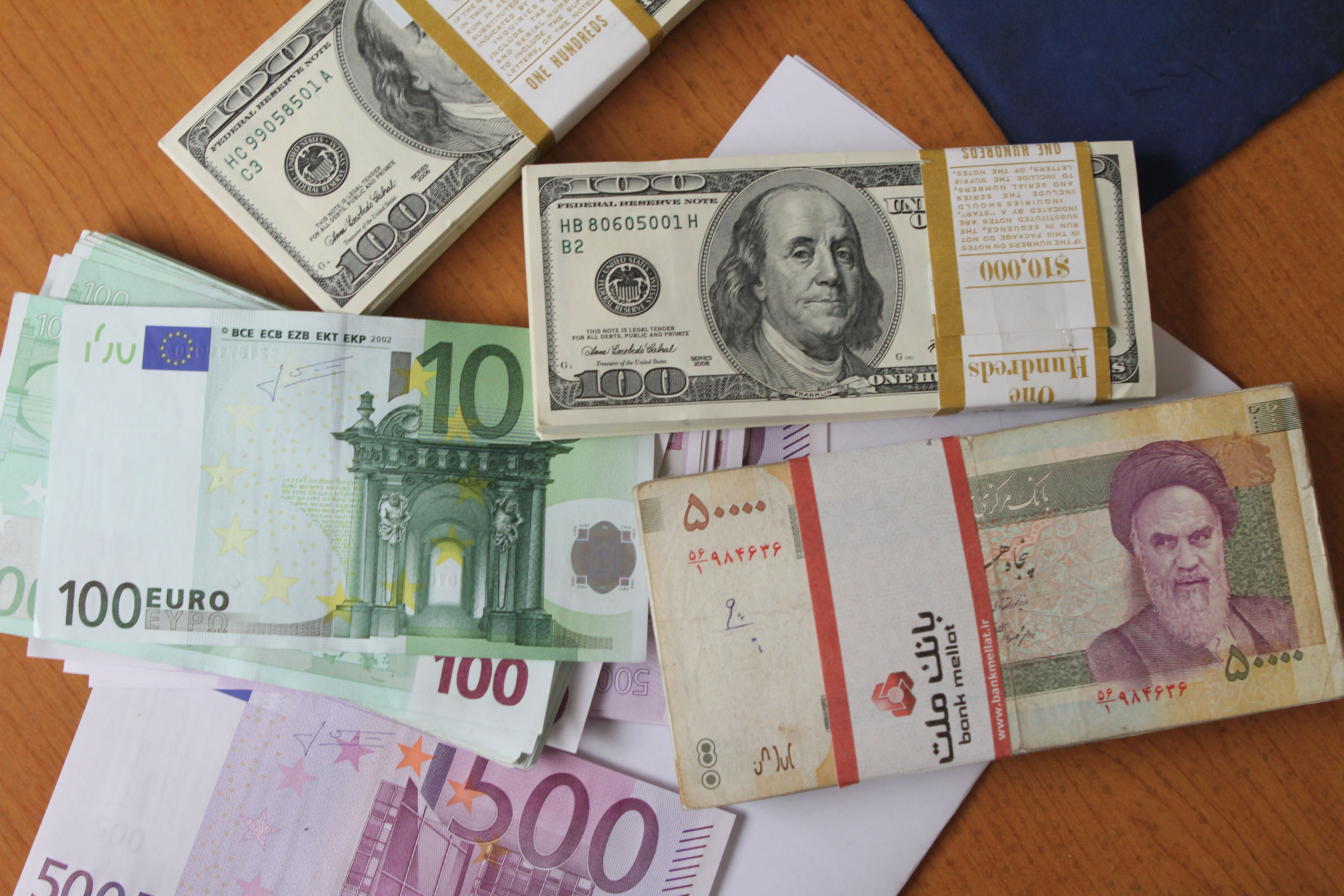 Irans Rial At All Time Low Over Strong Dollar Other Woes