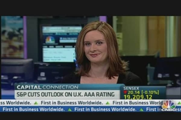 S&P Cuts Outlook on UK AAA Rating