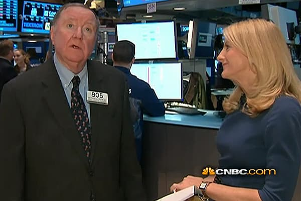 90 Seconds with Art Cashin: Headed Over the Cliff?