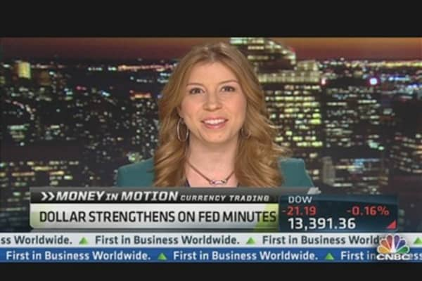 Dollar Strengthens on Fed Minutes