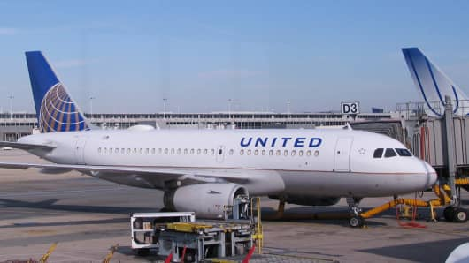 United Airlines Airbus 319 equipped with satellite Wi-Fi.