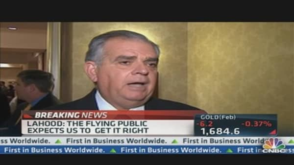 LaHood Addresses Boeing's Troubled 787