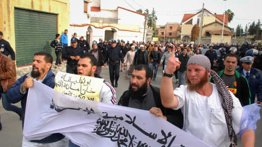 Islamists protest in Algiers on Friday against the decision by President Abdelaziz Bouteflika to allow French fighter jets to use Algerian airspace.